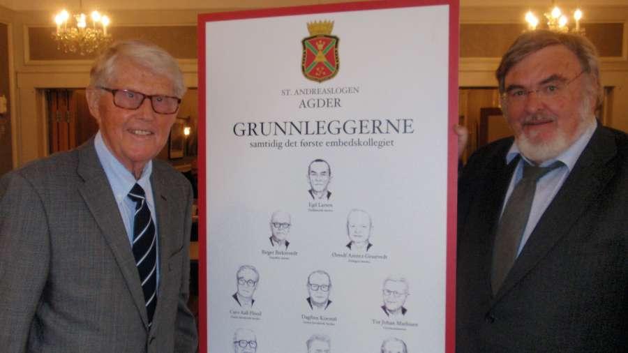 Jan Torkelsen hadde tegnet portrett av logens grunnleggere. Her sammen med logens første Ceremonimester Tor Mathisen