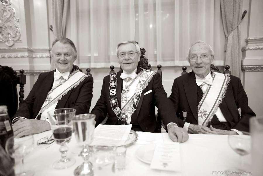 Fra venstre Tidligere OSM Tore Evensen, Ordenens Stormester Ragnar Tollefsen og tidligere OSM Magne Nygaard. Foto: CF-Wesenberg