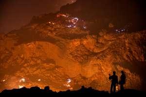 I Jharia, India, begynte det naturlige kullet i bakken å brenne for mer enn 100 år siden. I dag er det over 70 underjordiske branner i området - og jorden bokstavelig talt er i brann.