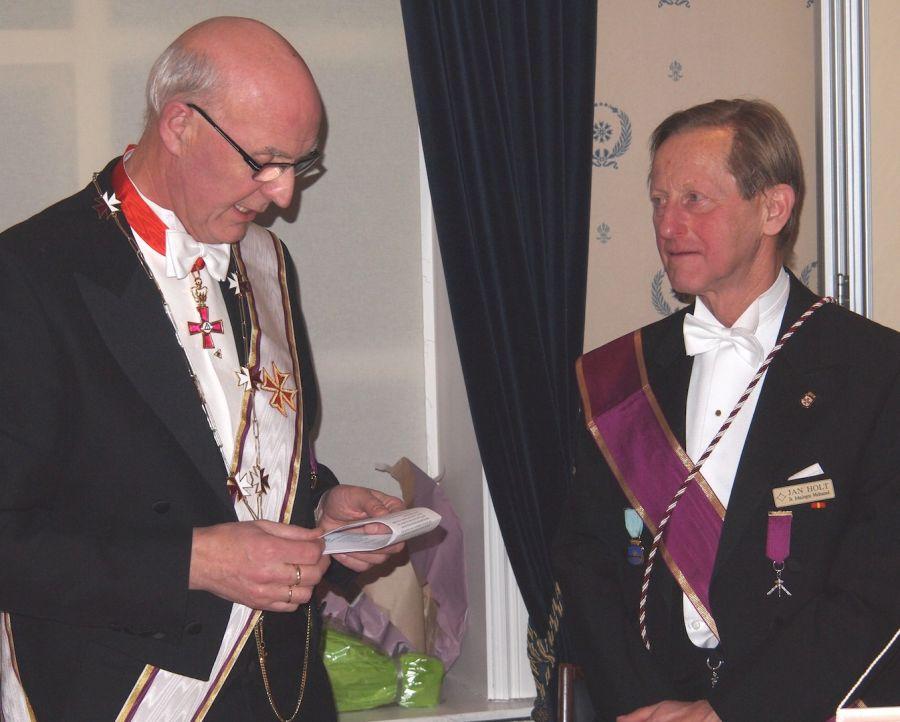 Prov.Mester Per Trygve Kongsnes var installasjonsforretter ved innsettelsen av br. Jan Holt som ny Ordførende Broder i Bodø Kap. broderforening.